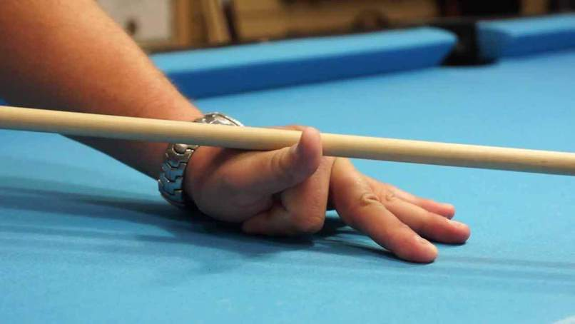 Tenir sa queue de billard americain anglais pool